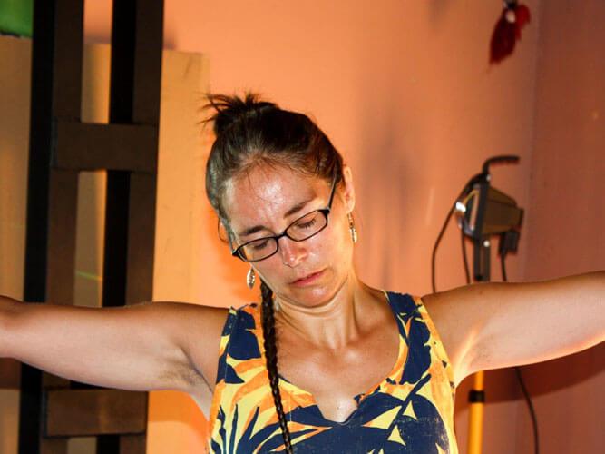 foto vacaciones biodanza mujer con gafas