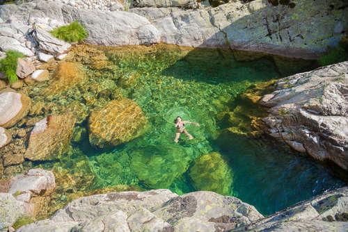 Naturaleza en Gredos bañista de vacaciones alternativas