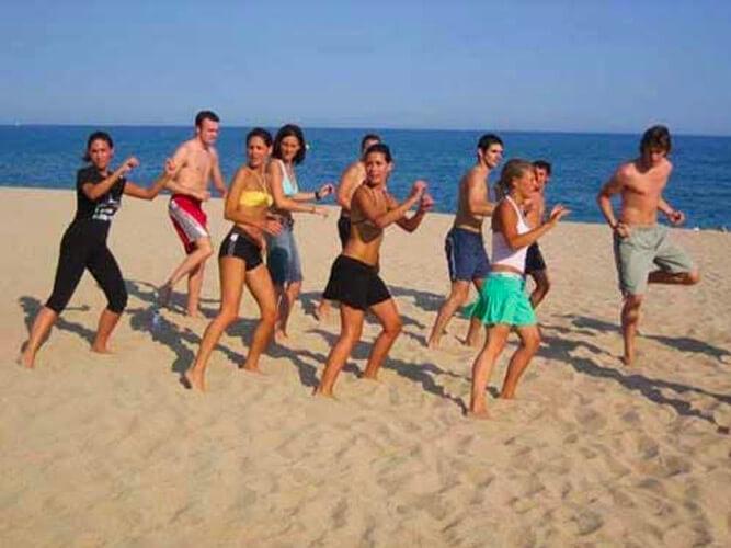 vacaciones alternativas playa yoga